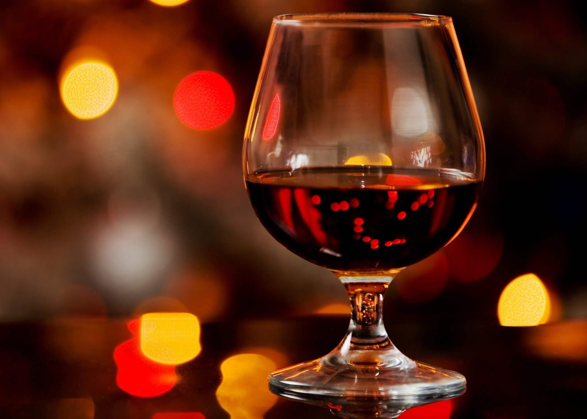 bokeh-glass-alcohol-brandy